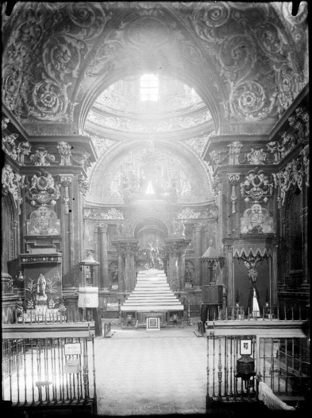 Interior de San Isidro antes de su destrucción
