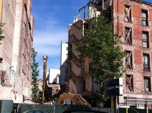 Parte ya derribada hacia la calle Alfonso XII del edificio Marqués de Villamejor