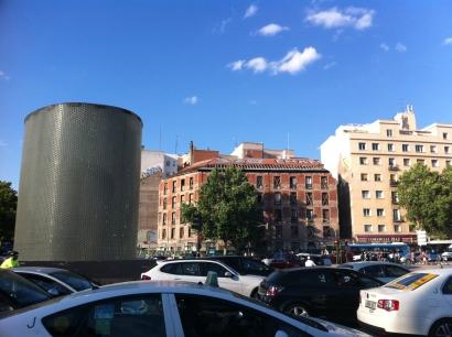 Perspectiva general del edificio Marqués de Villamejor desde la estación de Atocha