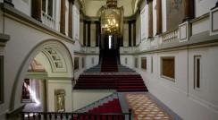 Fotografía actual de la escalera del Centro de Estudios Constitucionales, antiguo Palacio de Godoy.