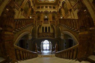 Vista general de la escalera desde el primer piso. Foto Jesús C.V.