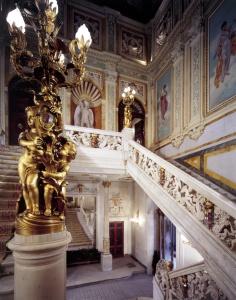 Escalera de la cámara de Comercio de Madrid.