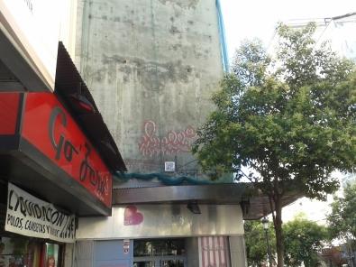 Grafitti de Muelle en la Calle Montera de Madrid.