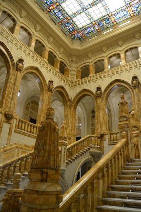Vista lateral de la escalera desde el primer piso. Foto Jesús C.V.
