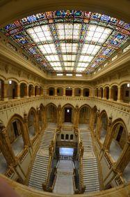 Vista general de la escalera desde el segundo piso. Foto Jesús C.V.