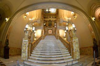 Vista general de la escalera desde el acceso principal del edificio. Foto Jesús C.V.