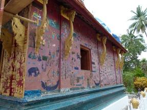 Vista lateral del Santuario del Buda Reclinado o Chapelle Rouge