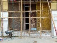 """Puertas del garaje del carruaje ceremonial que todavía no han sido """"restauradas"""""""