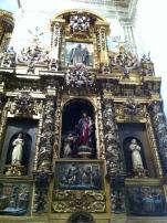 Retablo lateral dedicado a la Virgen del Rosario