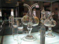 Vista de una de las vitrinas de cristal de la Real Fábrica de Cristales.
