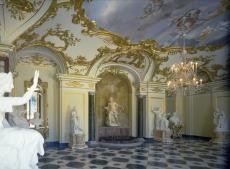 Vista de la galería de esculturas del Palacio de La Granja de San Ildefonso.
