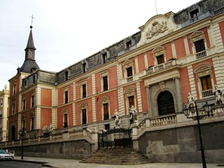 Antigua crujía del Palacio del Buen Retiro donde se situa el Salón de Reinos, durante años Museo del Ejercito.