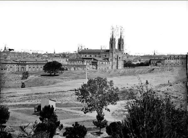 Fotografía de hacia 1870 que muestra el gran solar dejado por la destrucción del Buen Retiro.