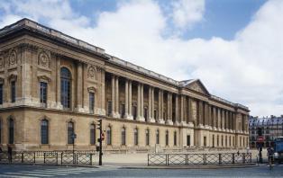 Fachada este del Louvre.
