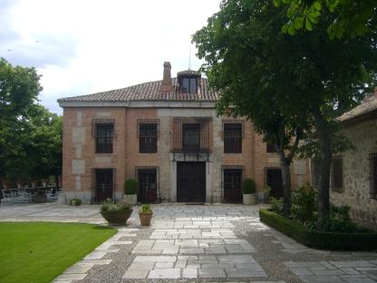 Fachada principal de El Santo.