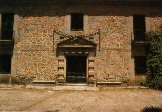 Portada de la Casa del Rey, La Fresneda.
