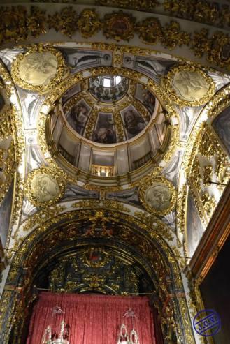 Interior de la Capilla de Jesús del Gran Poder en la Colegiata de San Isidro. Foto Jesús C.V.