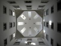 Vista interior del lucernario del patio central del convento.