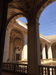 Piso superior de la galería del patio del Palacio del Viso del Marqués.