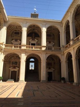 Vista del patio central del Palacio del Viso del Marqués.