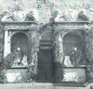 Vista de la salida exterior al jardín del Palacio del Viso del Marqués en 1949.