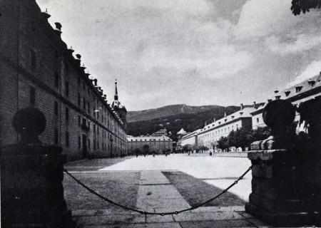 Anónimo: Antigua vista de la Lonja y el Monte de Abantos.