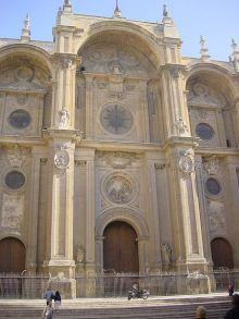 Detalle de la fachada de la Catedral de Granada.