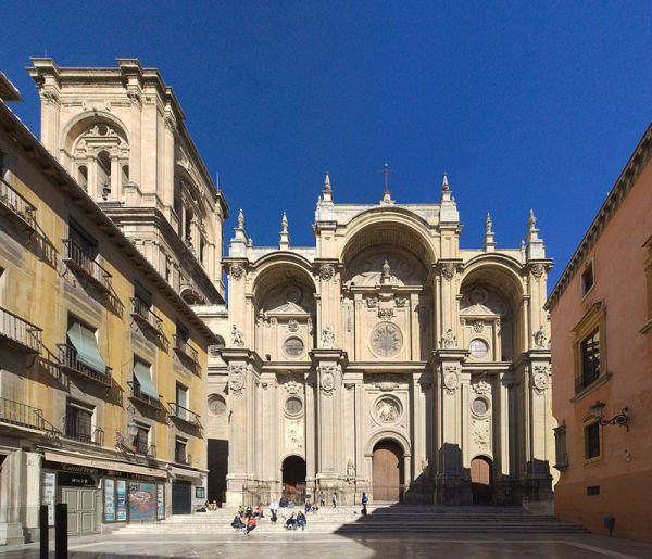 Fachada de la catedral de Granada.