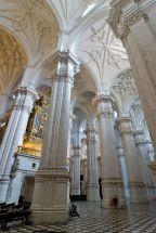 Vista de las naves de la catedral de Granada.