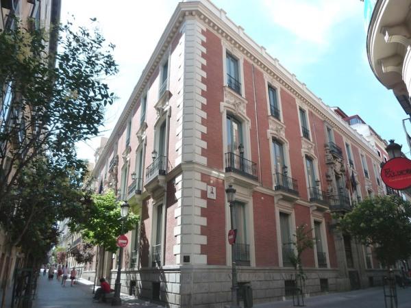 Vista del Palacio de Santoña en el que se pueden apreciar las dos portadas.