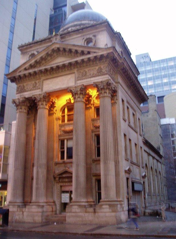 E.J. Lennox: Banco de Toronto.