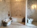 Baño de una de las suites del matrimonio Pellat.