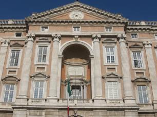 Reggia di Caserta. Detalle central de la fachada