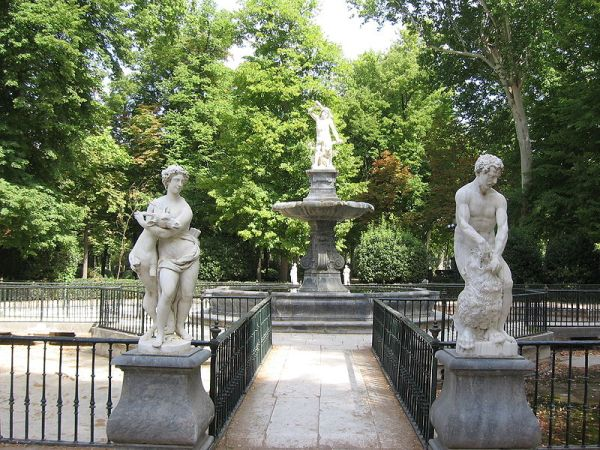 Vista de la Fuente de Hércules en el Jardín de la Isla de Aranjuez.