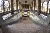 Escalera entre los dos patios del Palacio de Santa Cruz. Foto: Jesús C. V.