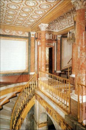 Vista de la escalera de la Real Casa del Labrador de Aranjuez.