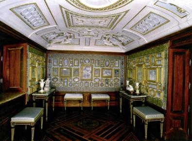 Vista de la Sala de porcelanas de la Casa de campo del Príncipe en El Escorial.