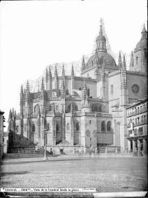 J. Laurent: Vista de la Catedral de Segovia. Fondo IPHE.