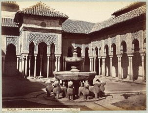 J. Laurent: Vista del patio de los Leones de la Alhambra de Granada. Fondo IPHE.