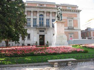 Vista de la Puerta de Murillo del Museo del Prado en la actualidad. Wikimedia Commons.