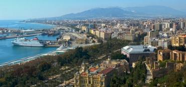 Vista actual de Málaga desde el castillo. Wikimedia Commons.