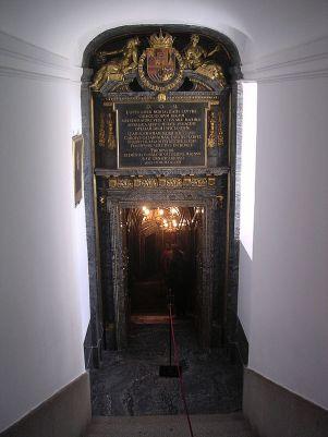 A. Carbonel. Portada del Panteón. Foto: wiki commons