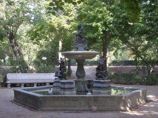 Fuente de Neptuno, decorada con los morillos encargados a Algardi (faltan dos de ellos). Jardín de la Isla, Aranjuez.