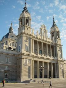 Catdral de la Almudena. Fachada. Foto: wikipedia.