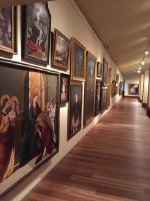 Vista de la galería dedicada a la exhibición de las piezas históricas en el Museo San Telmo.