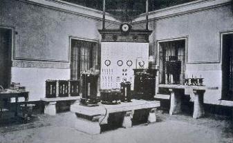 Imagen interior del laboratorio de electrónica.