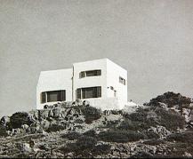 Vista desde el acantilado de la casa Hartung Bergman en Menorca antes de su destrucción.