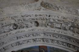 Decoración de la rosca de los arcos de la portada gótica. Juan Guas.