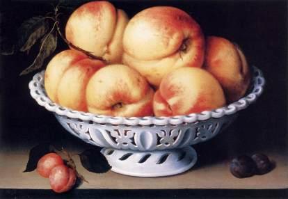 Fede Galizia. Bodegón de cacharro de loza blanca con melocotones y ciruelas. Foto: wikicommons.