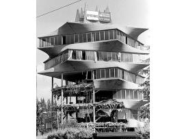 Imagen de la Pagoda a medio demoler en 1999.